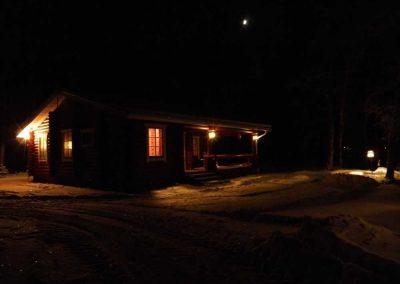 säilöksen-lomahuvilat-yökuva-talvella